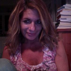Barefoot Writer Marina Davalos